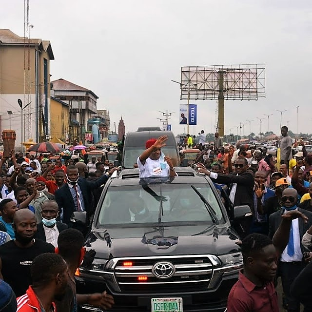 https://bluebloodz.com/index.php/2020/07/29/abians-jubilate-as-former-governor-''orji-uzor-kalu-''-visits-state/(opens in a new tab)